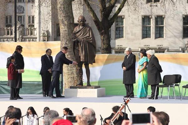 Unvailing of Ghandi statue